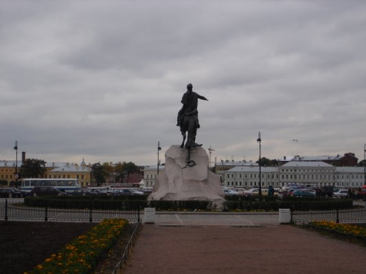 images/2004/San-Pietroburgo-Russia/Decembrists Square - Monument to peter I.JPG