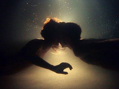 Bacio in acqua